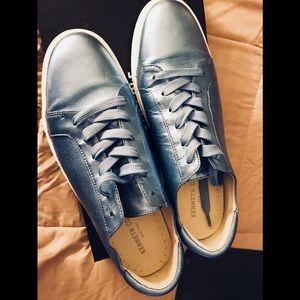 Kenneth Cole Metallic blue sneakers 💙💙